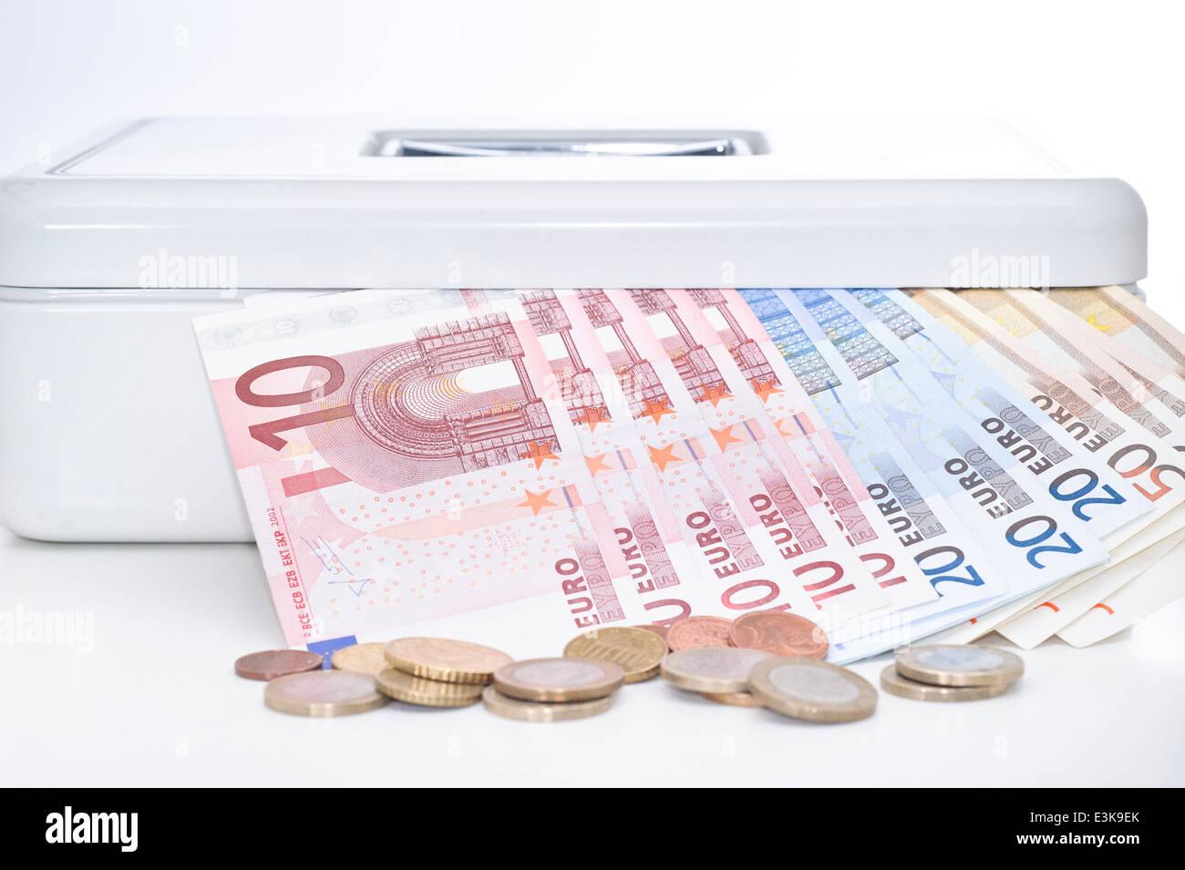 Euro Scheine Und Münzen In Sicheren Stockfoto Bild 71109995 Alamy