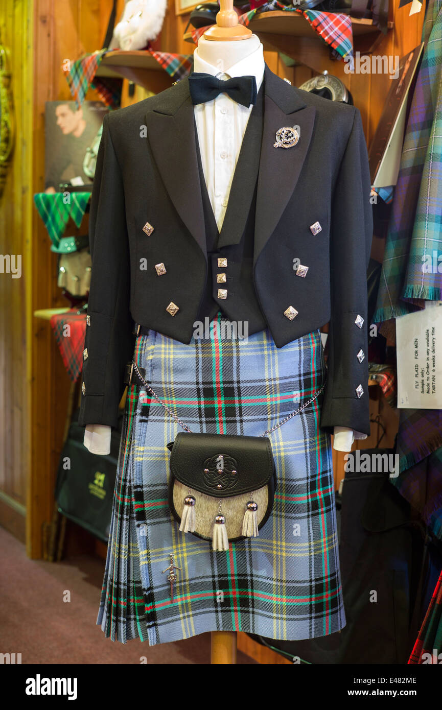 Highland Dress, Glocke der Grenzen Tartan Kilt, Sporran, Prince Charlie Jacke in Lochcarron Weavers Shop, Highlands, Stockbild