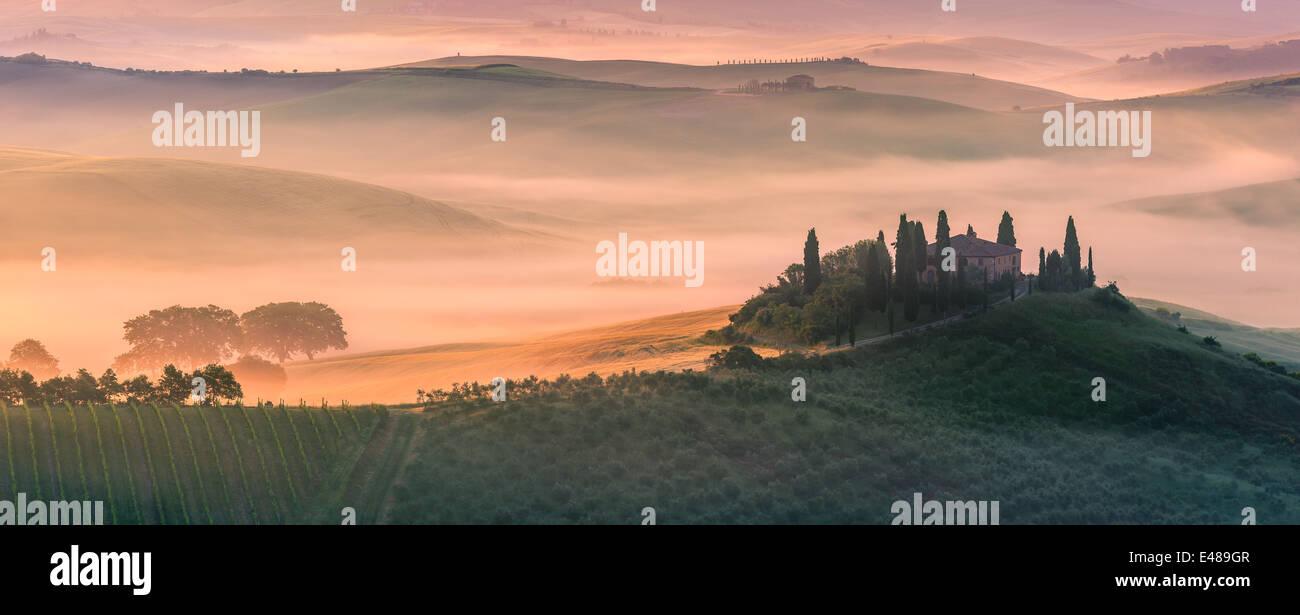 Berühmte Podere Belvedere im Morgenlicht, im Herzen der Toskana, in der Nähe von San Quirico in de Val Stockbild