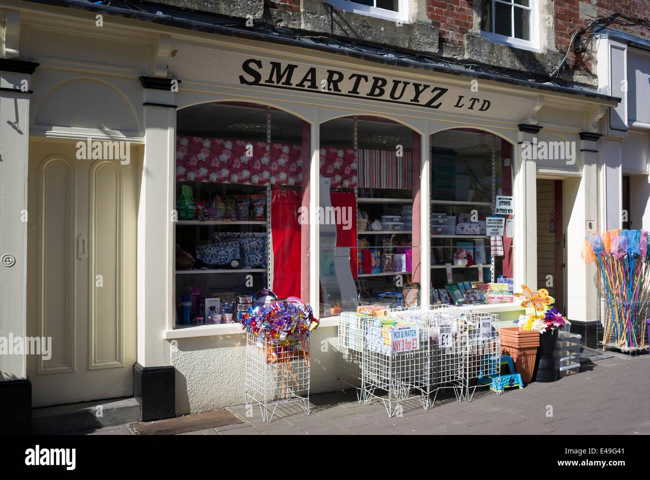 SMARTBUYZ Budget-Shop in Devizes, UK Stockbild