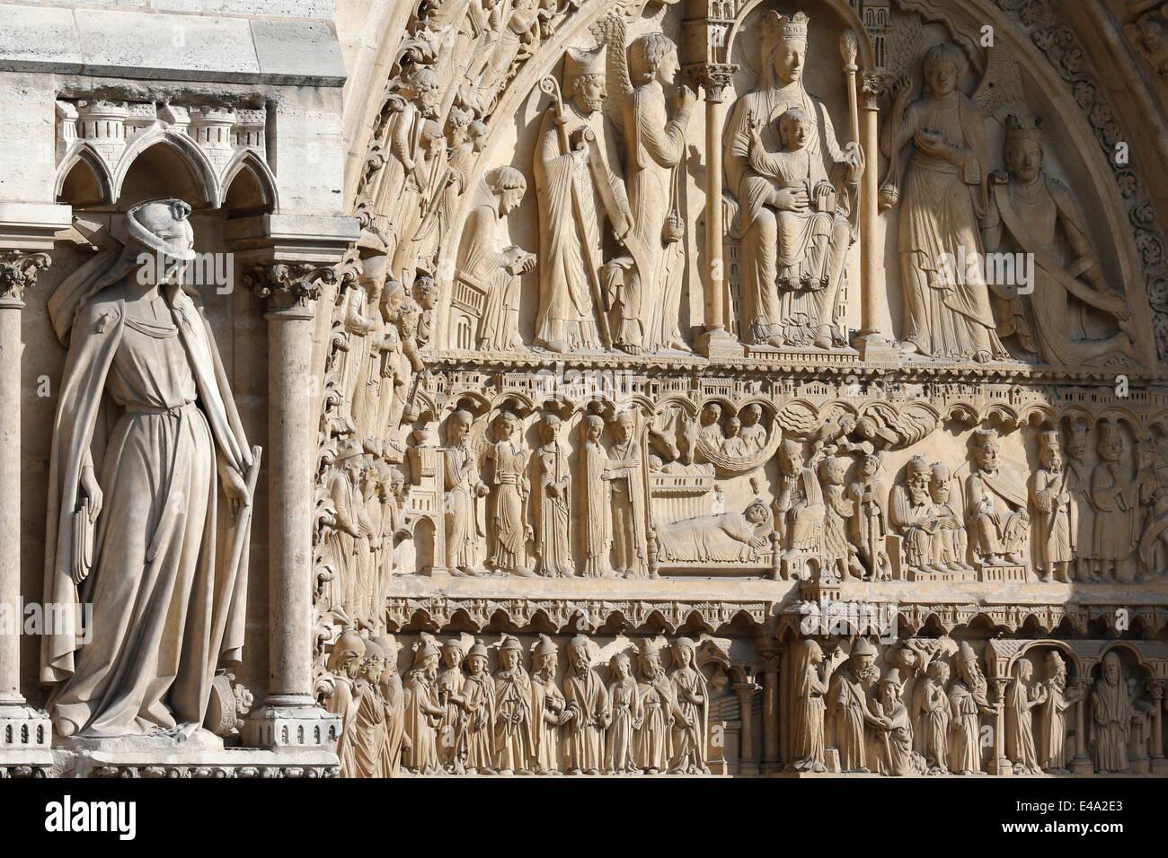 Statue der Synagoge, St. Anne Portal, Westfassade, Kathedrale Notre-Dame de Paris, Paris, Frankreich Stockbild