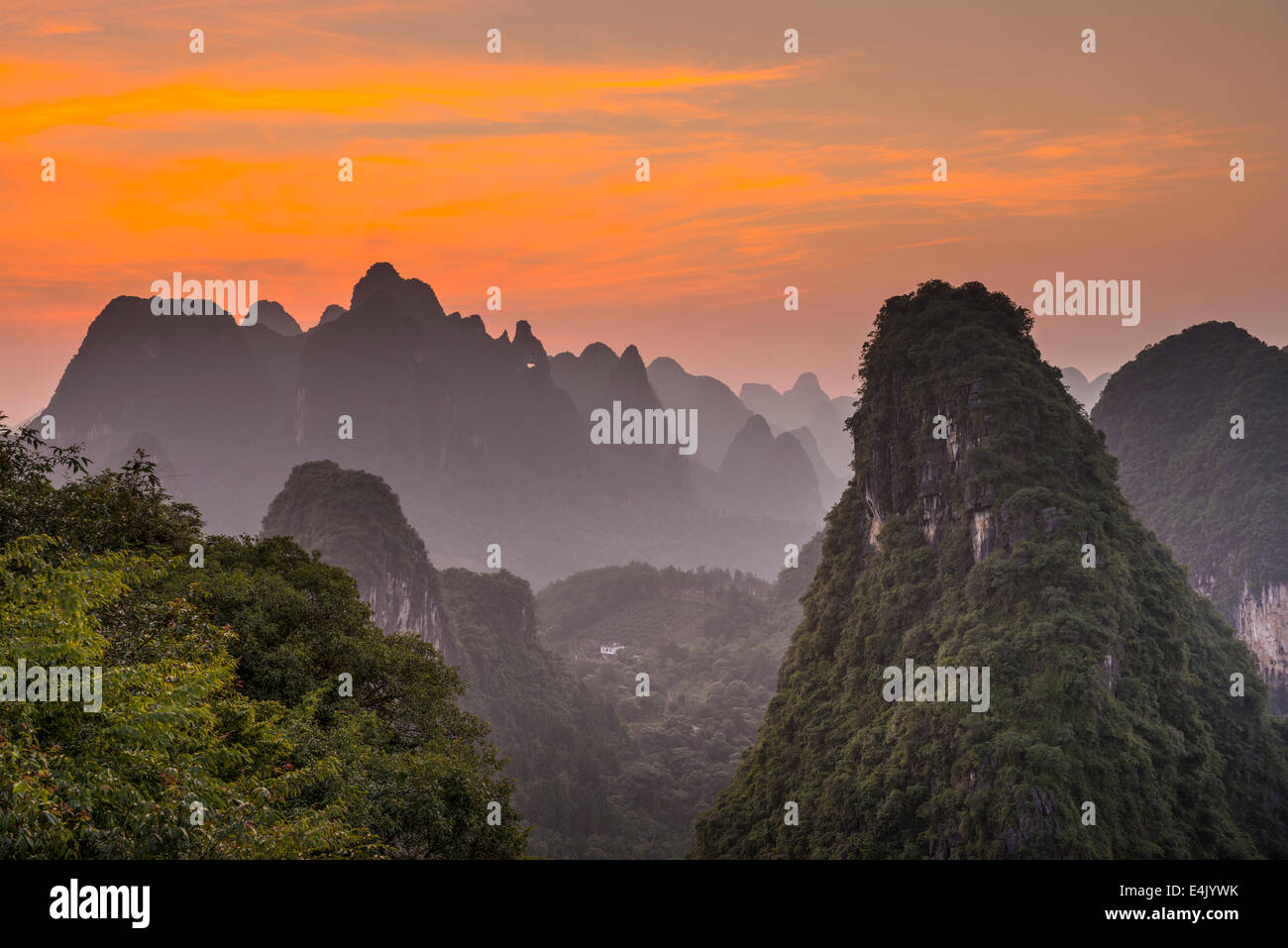 Karst Gebirgslandschaft in Xingping, Provinz Guangxi, China. Stockbild