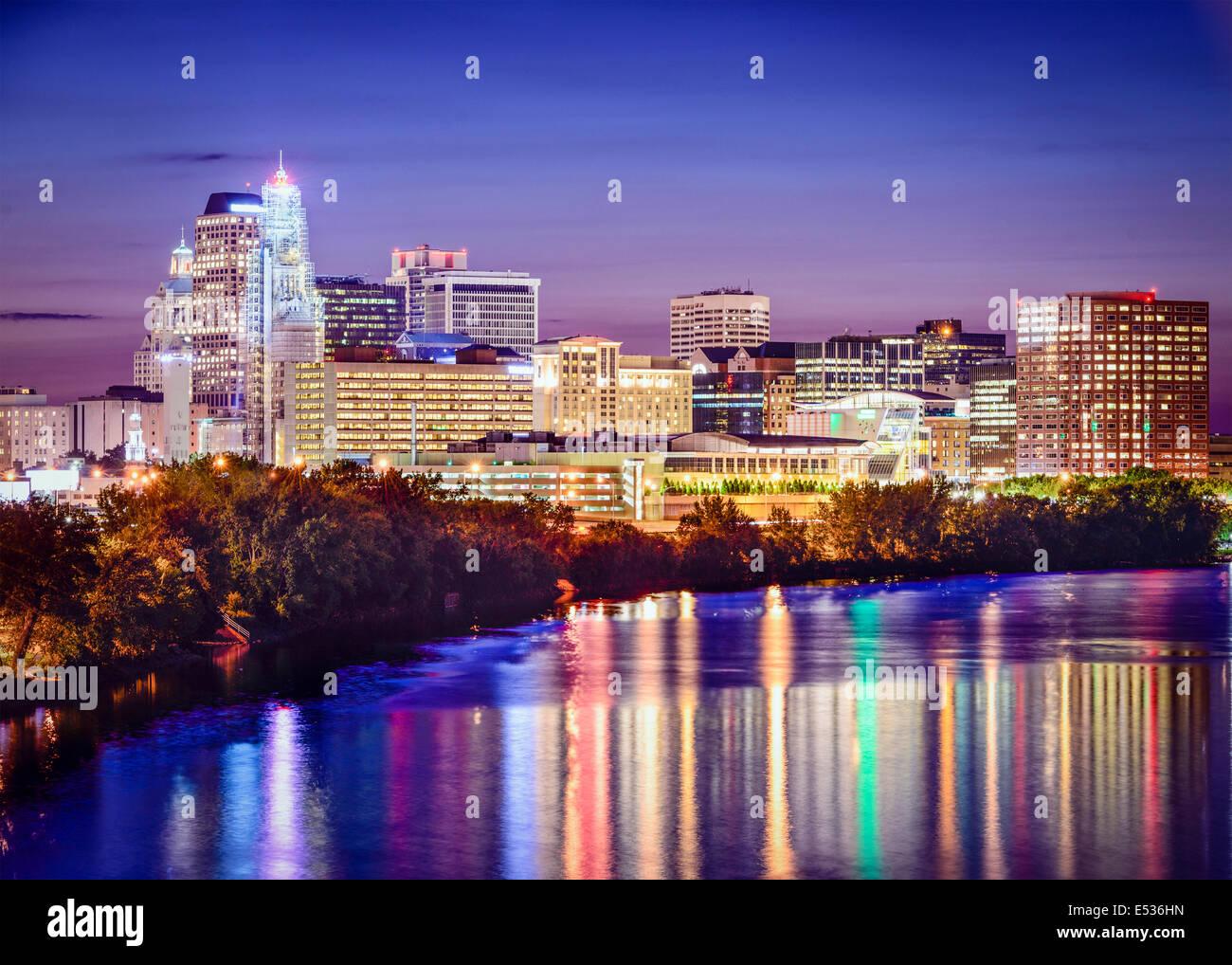Hartford, Connecticut, USA Skyline in der Dämmerung. Stockbild
