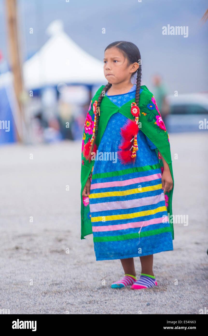 Indianer Mädchen nimmt Teil an der 25. Paiute Tribe Pow Wow Stockfoto