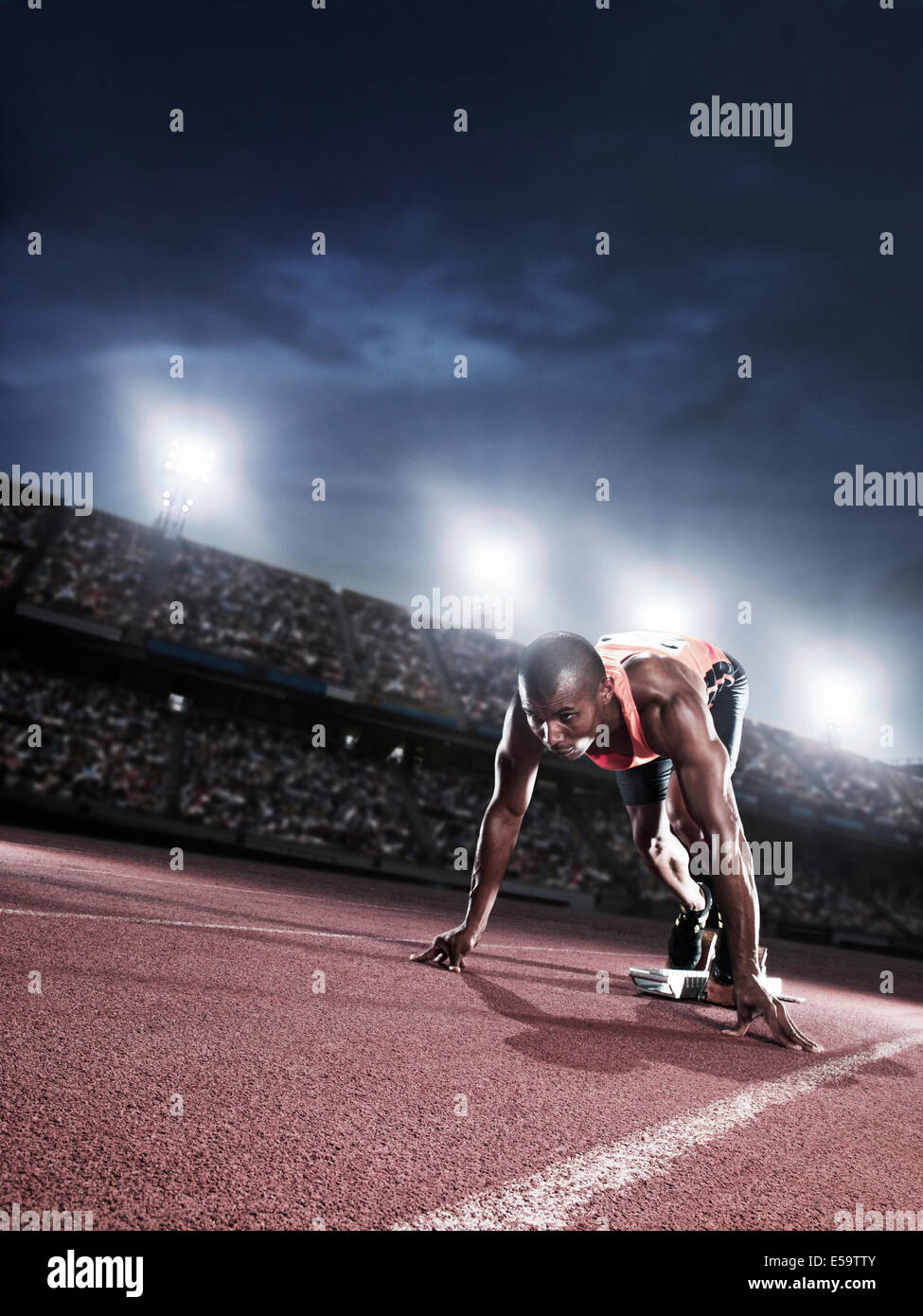 Läufer an der Startlinie auf dem richtigen Weg bereit Stockbild