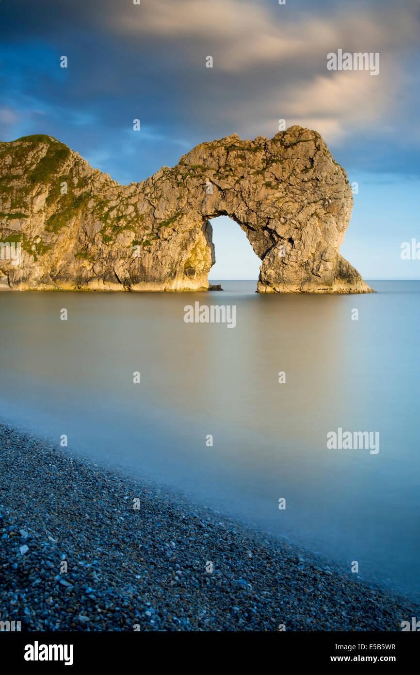 Abend bei Durdle Door entlang der Jurassic Coast, Dorset, England Stockbild