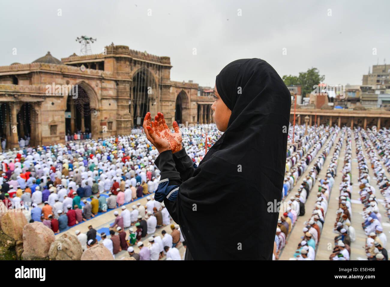 Ahmedabad, Indien. 29. Juli 2014.  Muslime feiern Eid al-Fitr, das Ende des Fastenmonats Ramadan markiert, ist Eid Stockbild