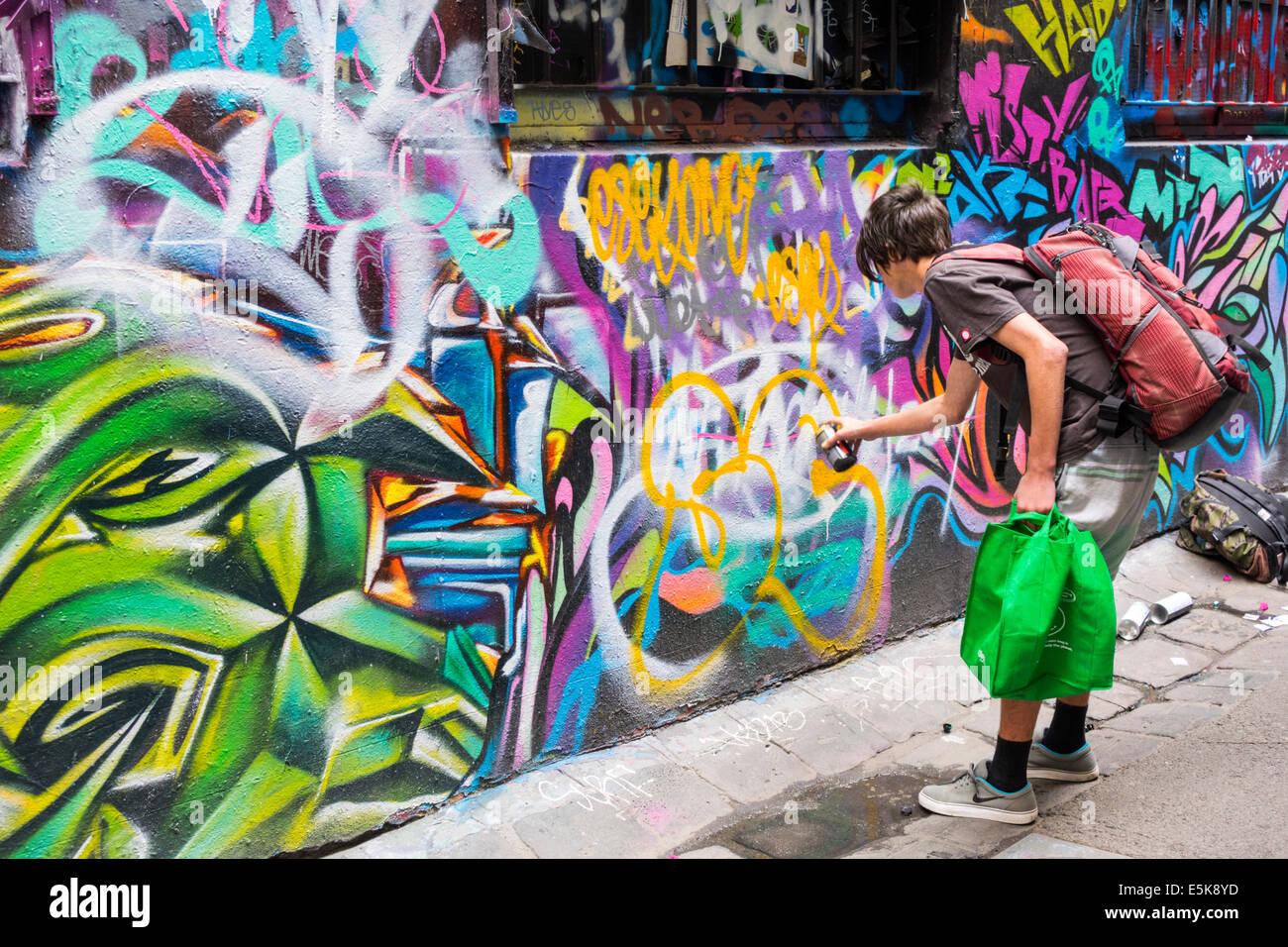 Melbourne Australien Victoria Central Business District CBD Hosier Lane urban street-Art Wandbilder Graffiti teenboy Stockbild