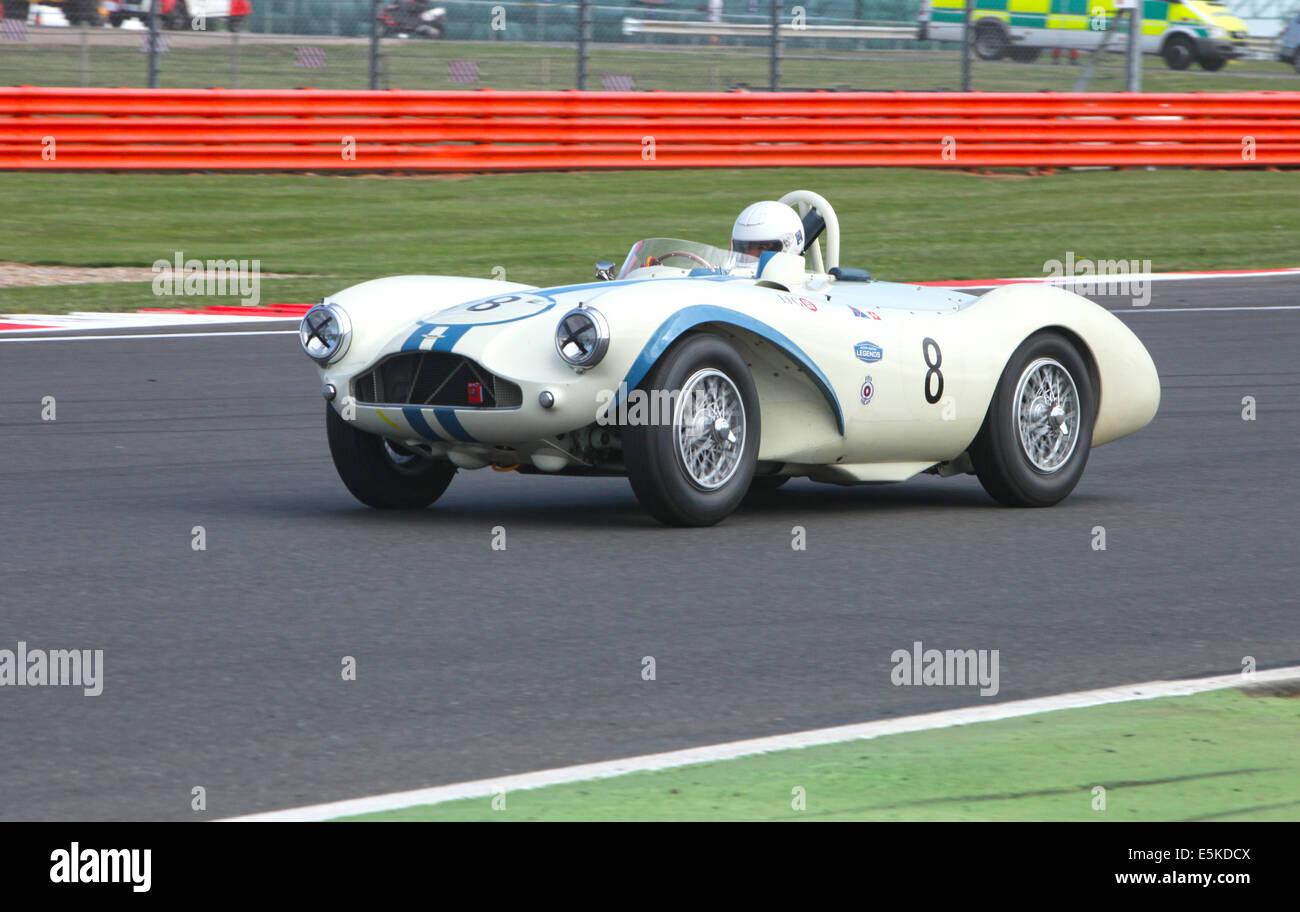 Aktion bei der Silverstone Classic 2014. Größte Klassiker und Sportwagen-Rennen der Welt. Aston Martin Stockbild