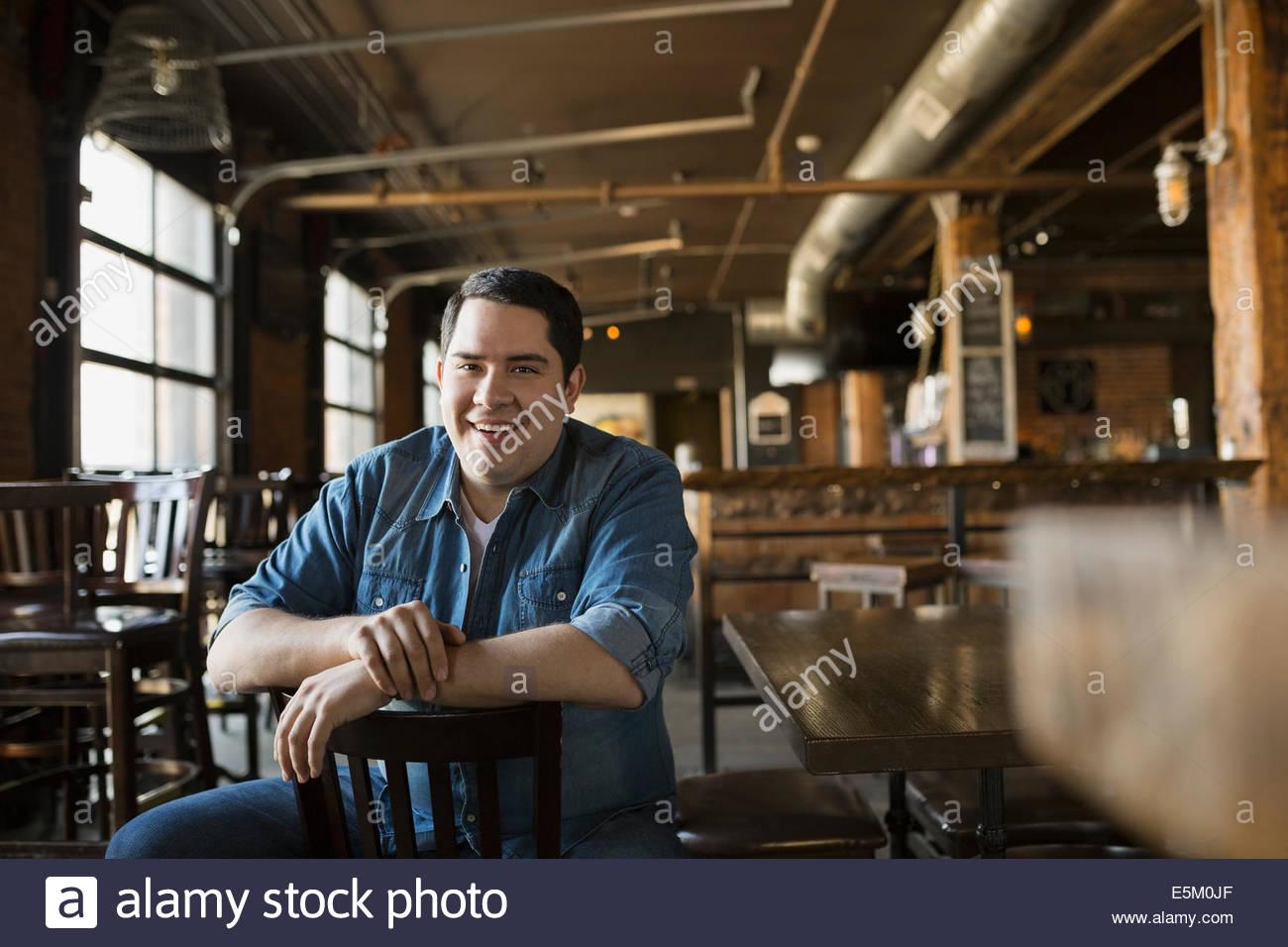 Porträt des Lächelns Pub-Besitzer Stockbild