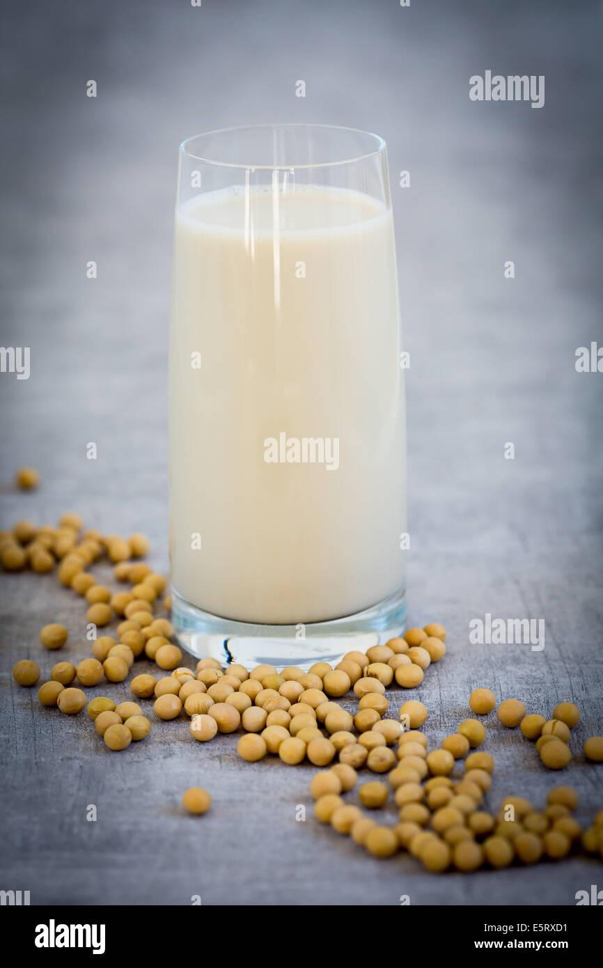 Soja und Soja-Milch. Stockbild