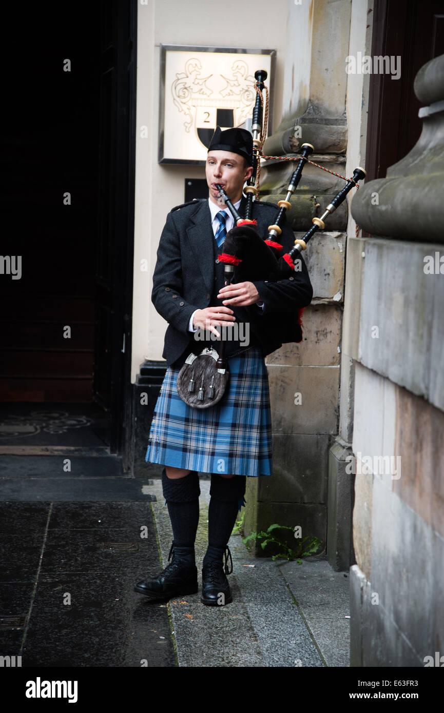 Schottland-2014. Glasgow. Mann in einem Kilt, Dudelsack zu spielen. Stockbild