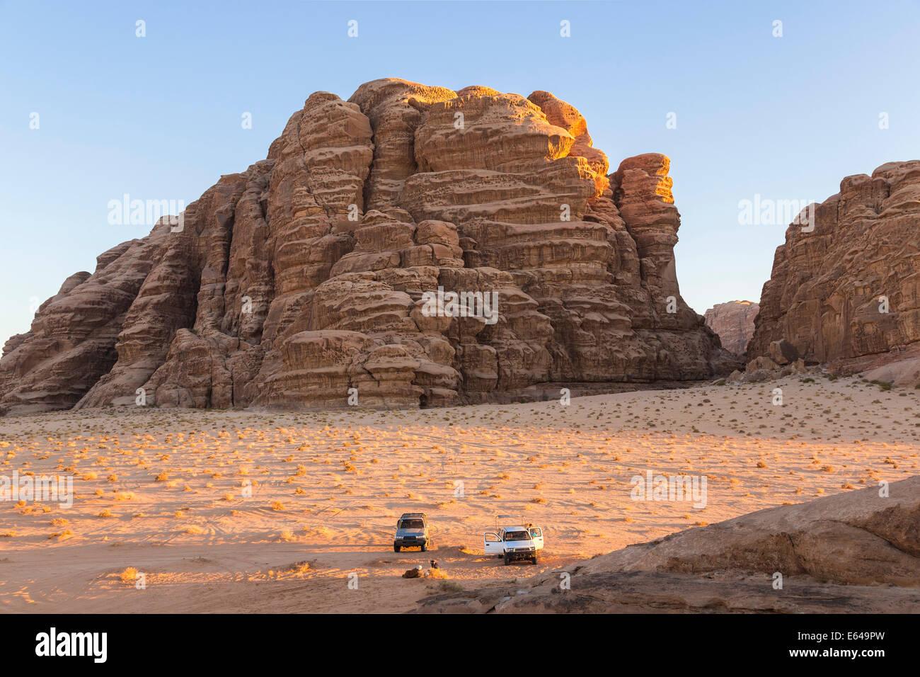 Erkunden Wüste Wadi Rum mit dem Auto, Wadi Rum, Jordanien Stockbild