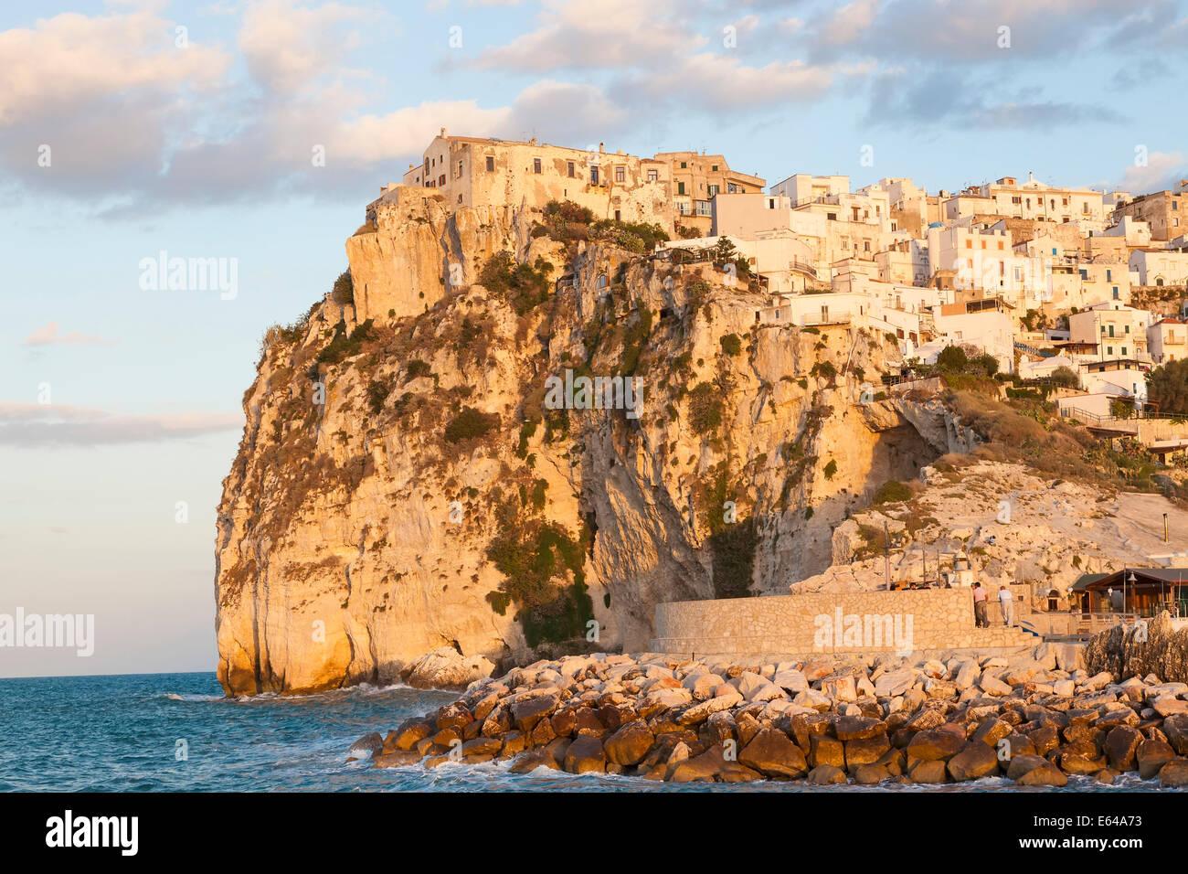 Coastal Village Peschici, Promontorio del Gargano, Apulien, Italien Stockbild