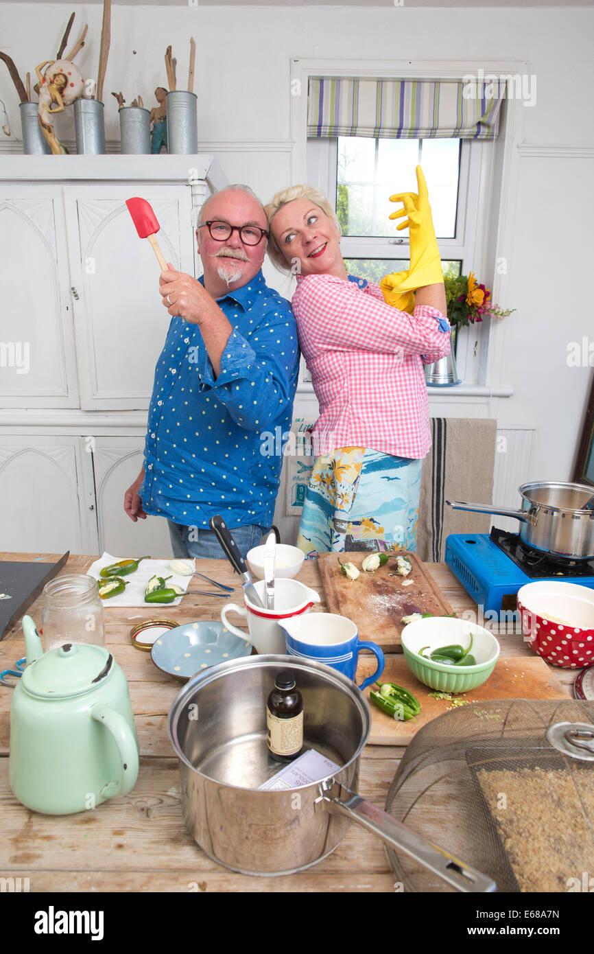 """Kitty Hoffnung und Mark Greenwood aka """"Hope & Greenwood"""" der Konditoren zu Hause kochen im Littlestone, Stockbild"""