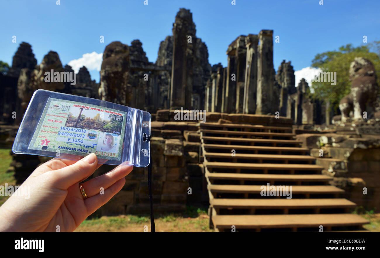 Tourismus-Tempel übergeben an Angkor Thom Tempel von Angkor Wat Komplex Siem Reap, Kambodscha Stockbild