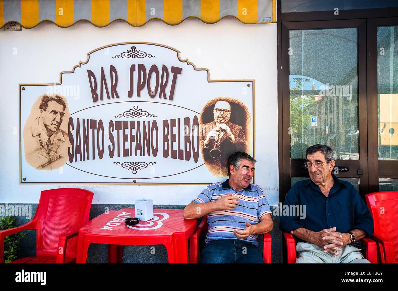 Italien Piemont Langhe Santo Stefano Belbo Il Bar des Sports in der Hotel-Dell'Angelo Stockbild