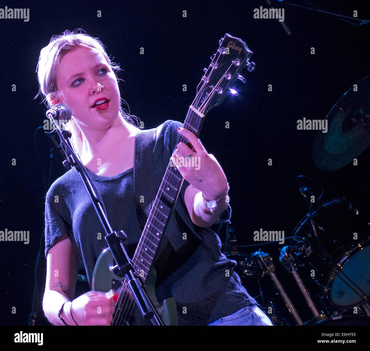 Laden Sie dieses Alamy Stockfoto Misty Miller live an der Manchester Academy 17.11.2003 unterstützende Fernsehen, England, UK - E6HY55