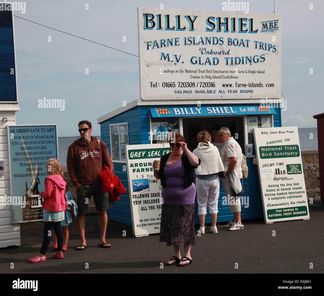 Laden Sie dieses Alamy Stockfoto Billy Shiel Boot Ticketverkäufe aus wirft auf gemeinsame für Farne Insel reisen, NE England, UK - E6JB61