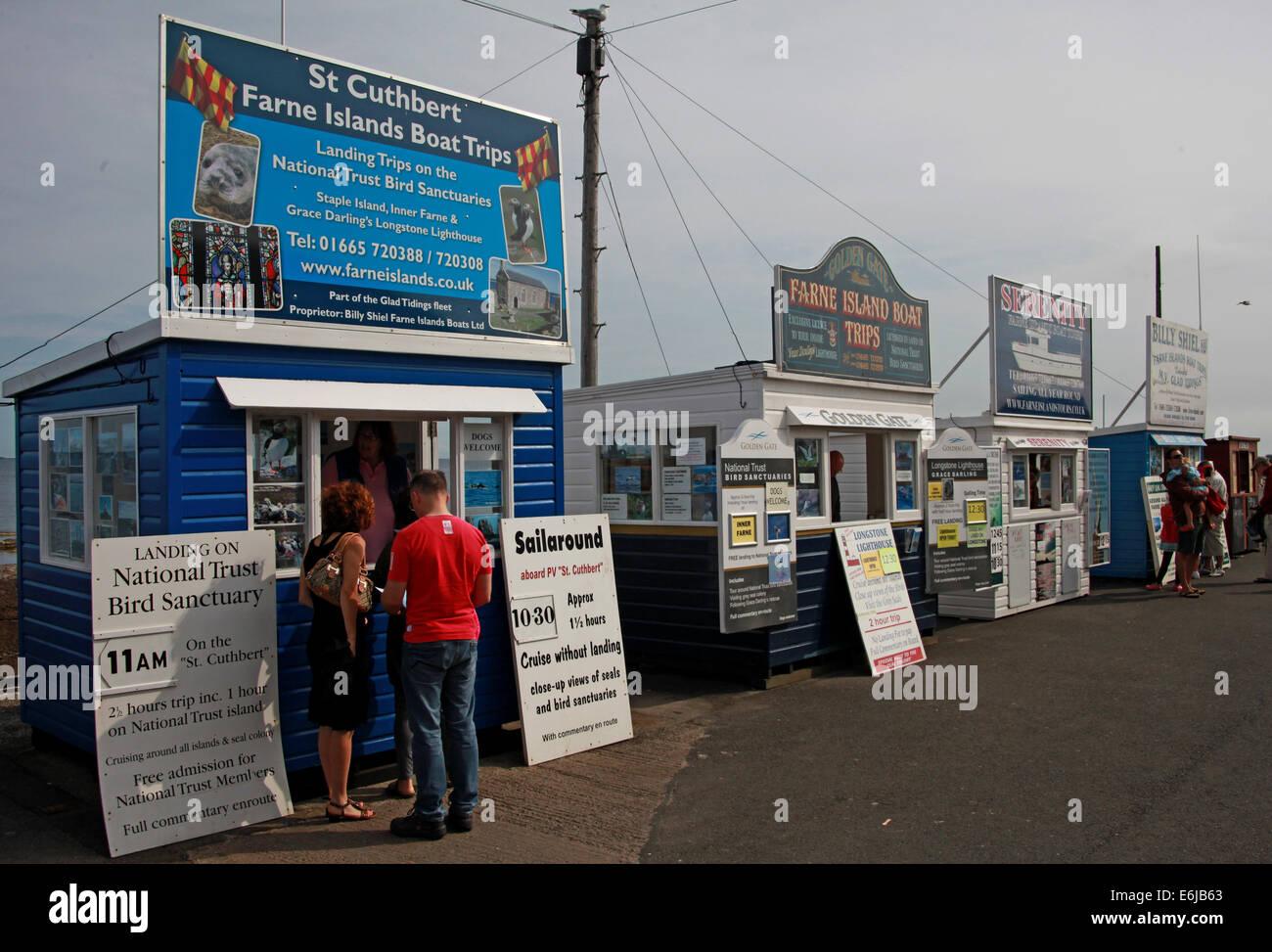 Laden Sie dieses Alamy Stockfoto St. Cuthbert Boot Ticketverkäufe aus wirft auf gemeinsame für Farne Insel reisen, NE England, UK - E6JB63