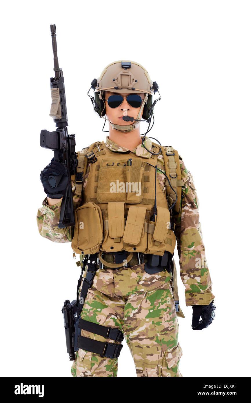 Soldat mit Gewehr oder Scharfschützen auf weißem Hintergrund Stockbild