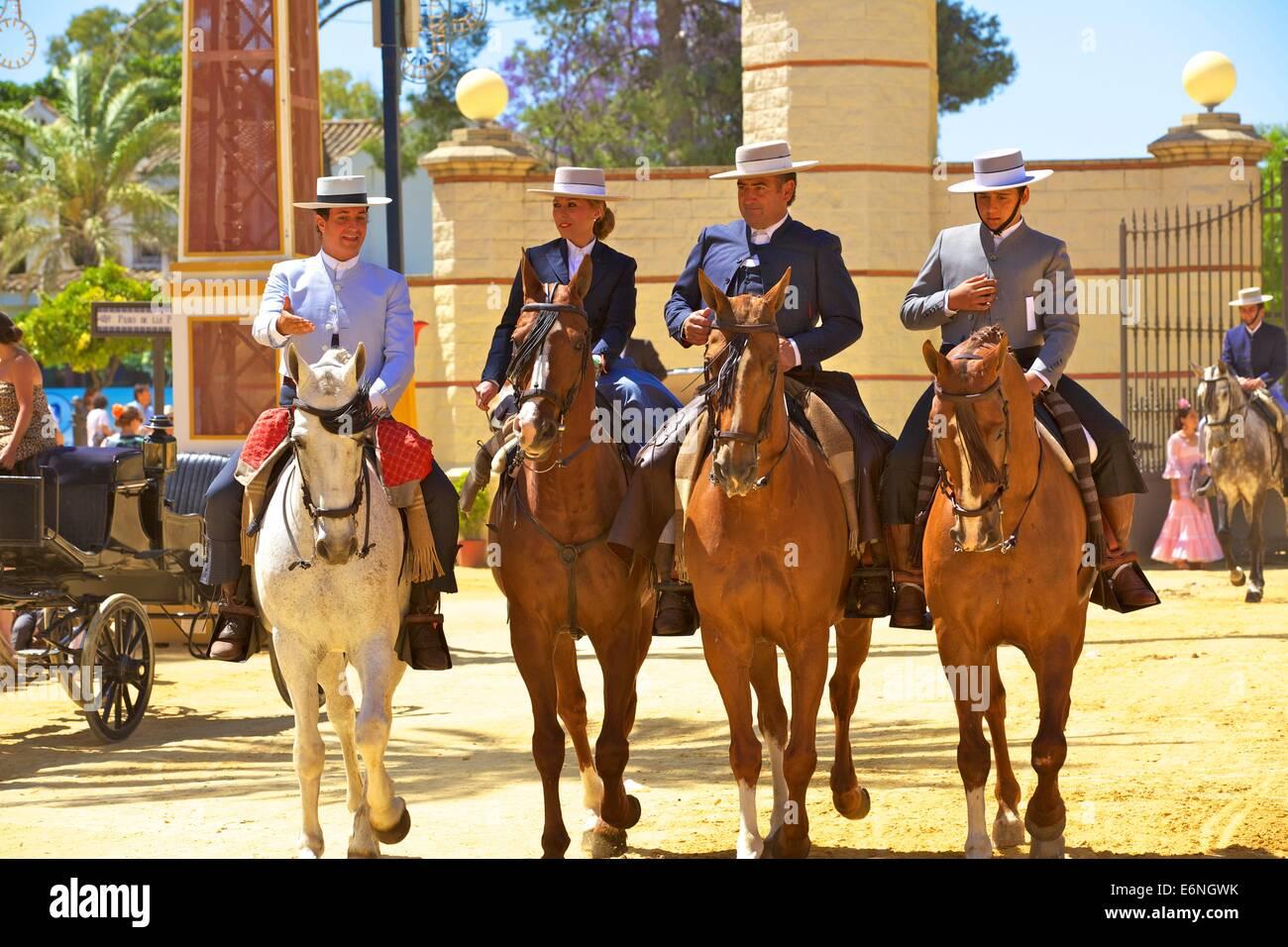 Spanische Reiter in Tracht, jährliche Pferdemesse, Jerez De La Frontera, Provinz Cadiz, Andalusien, Spanien, Stockbild