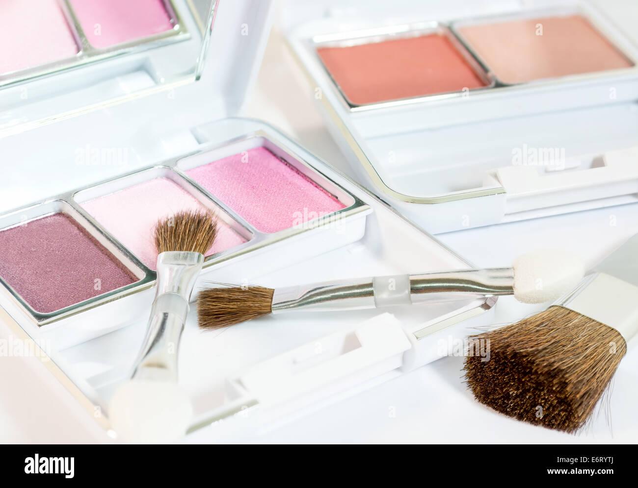 Make Up Spiegels : Make up produkte mit augen schatten bürsten und erröten in weißen