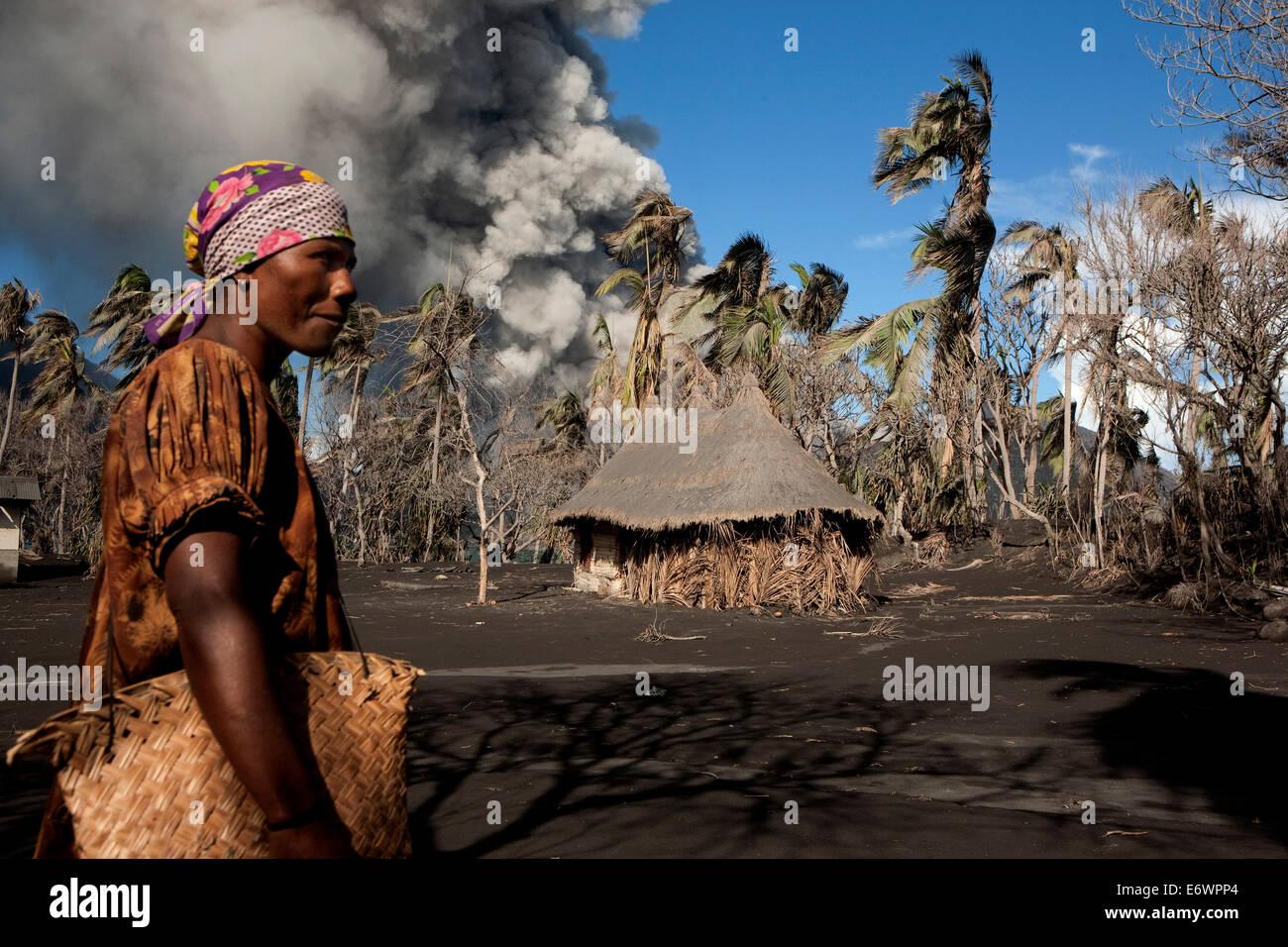 Alltag auf Matupit Insel, Vulkan Tavurvur, Rabaul, East New Britain, Papua-Neu-Guinea, Melanesien - Pazifik Stockbild