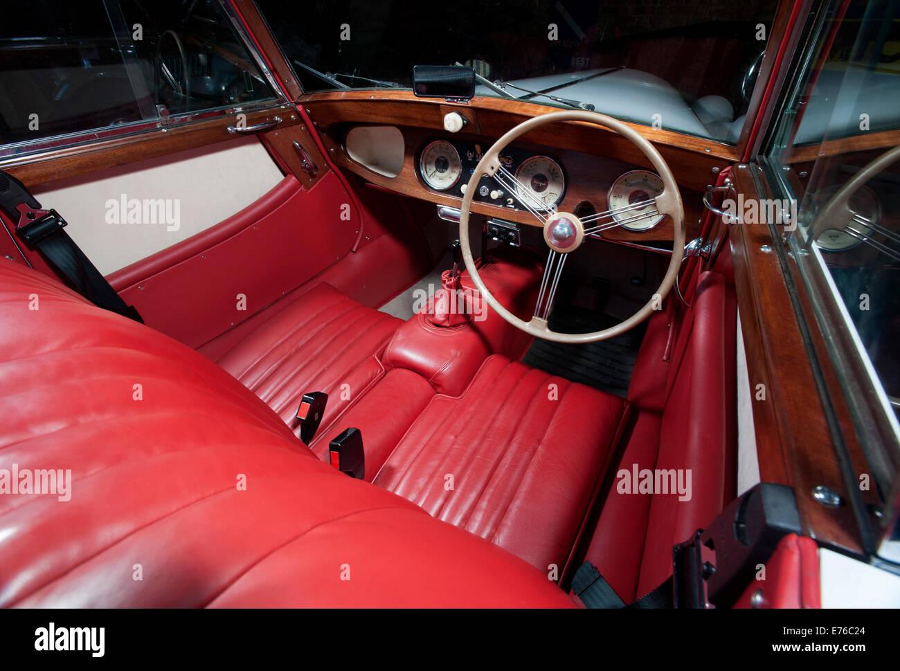 Morgan Plus 4 klassischen britischen Sportwagen Interieur Stockfoto ...