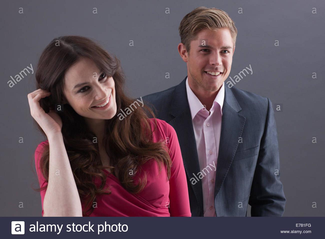 Paar auf schwarzem Hintergrund Stockbild