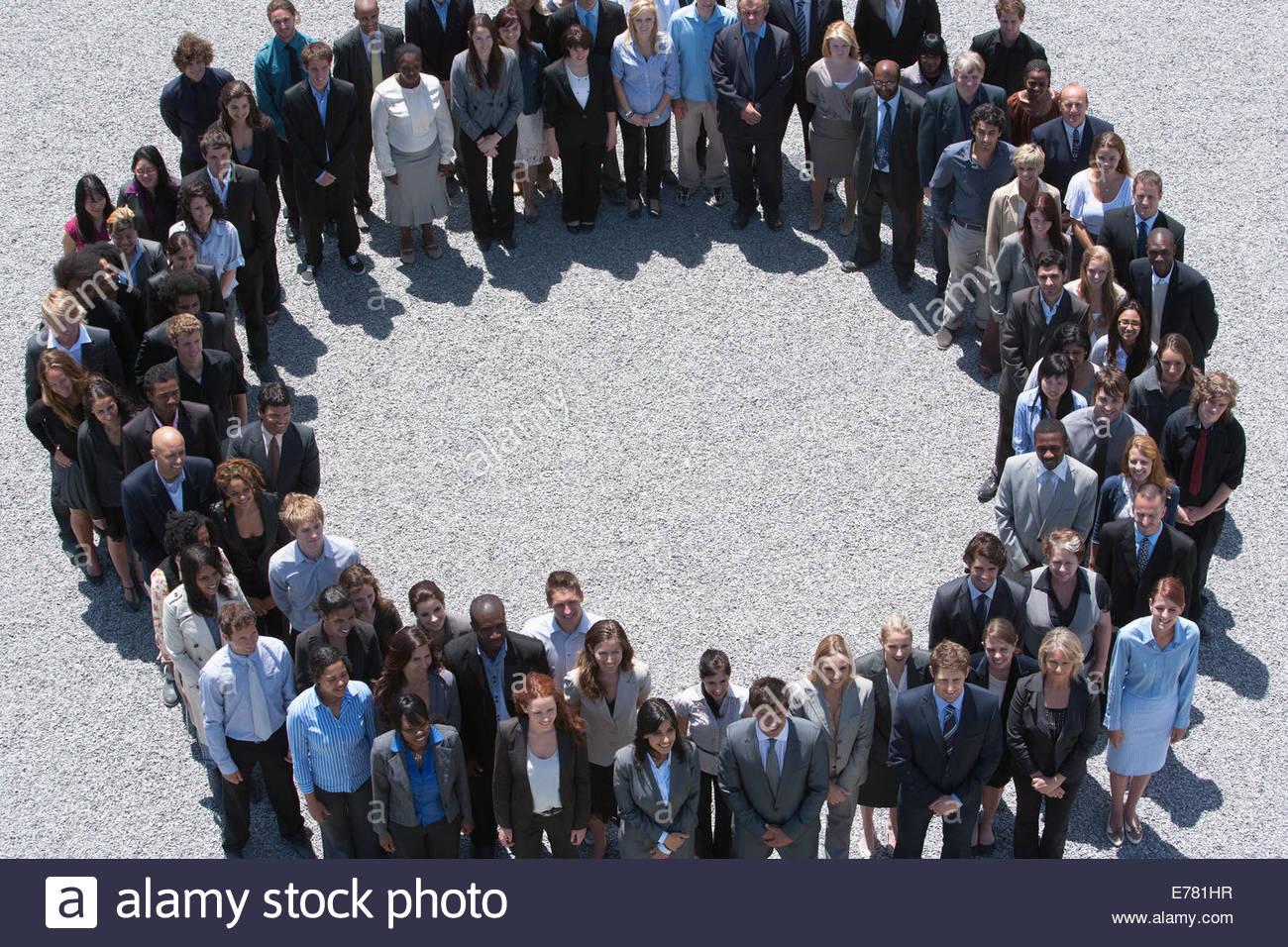 Porträt des Lächelns Geschäftsleute bilden Kreis Stockbild