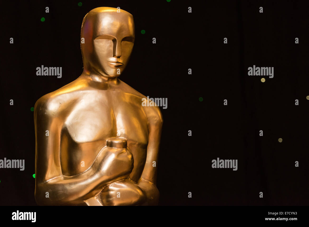 Eine Statue mit dem Bildnis des Oscar / Oscar-Statuette auf einem Hollywood-Themen-Event. Stockbild