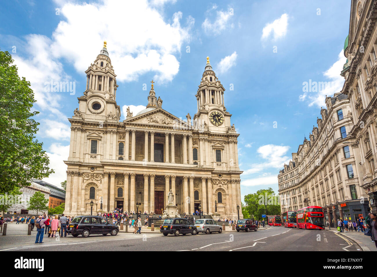 Avenue, Gebäude, Kathedrale, Stadt, London, England, St. Paul, UK, Architektur, Geschichte, Religion, Tourismus, Stockbild