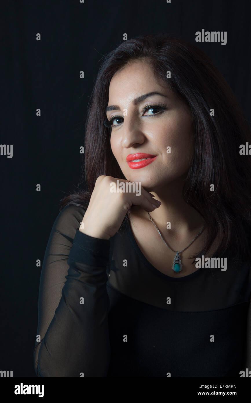 Porträt einer schönen Frau in ihren 30ern Stockbild