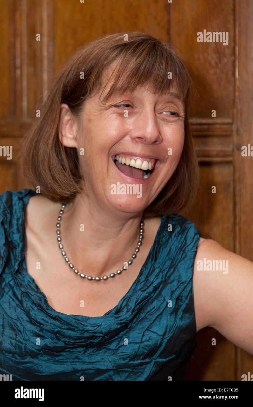 Kaukasischen, Alter glücklich mittlere gealterte Frau, im Alter von 50 s lachen, UK Stockbild