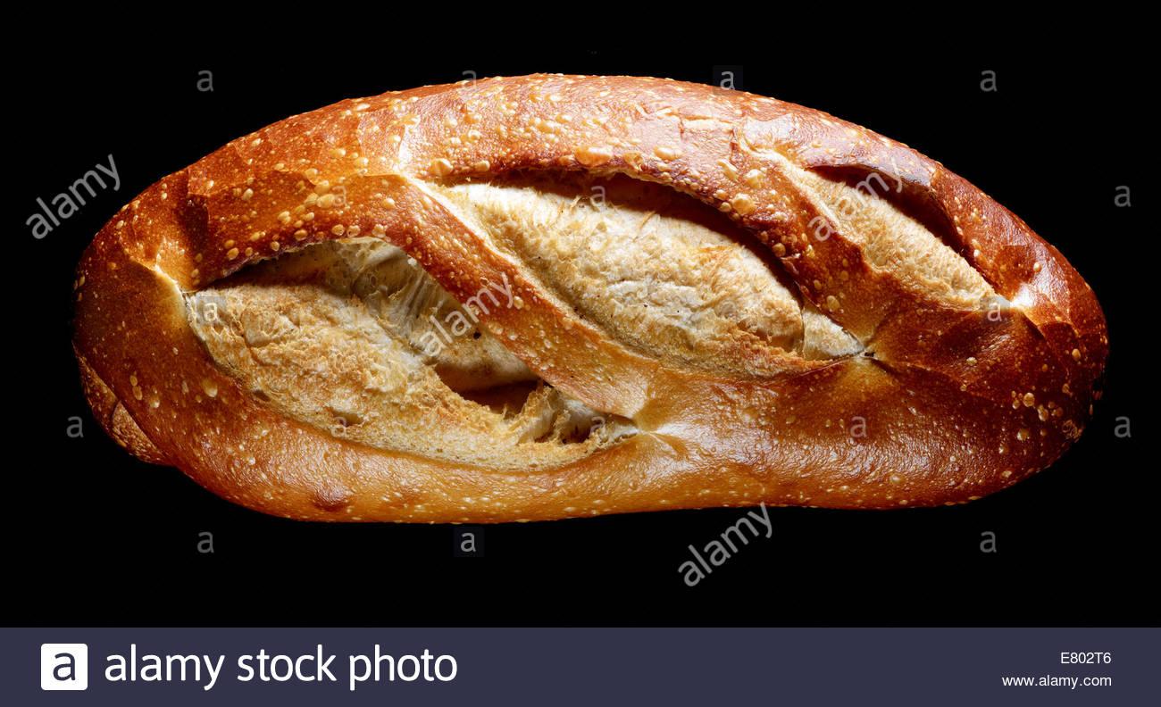 Old Fashion gebacken Brotlaib auf schwarzem Hintergrund Stockbild