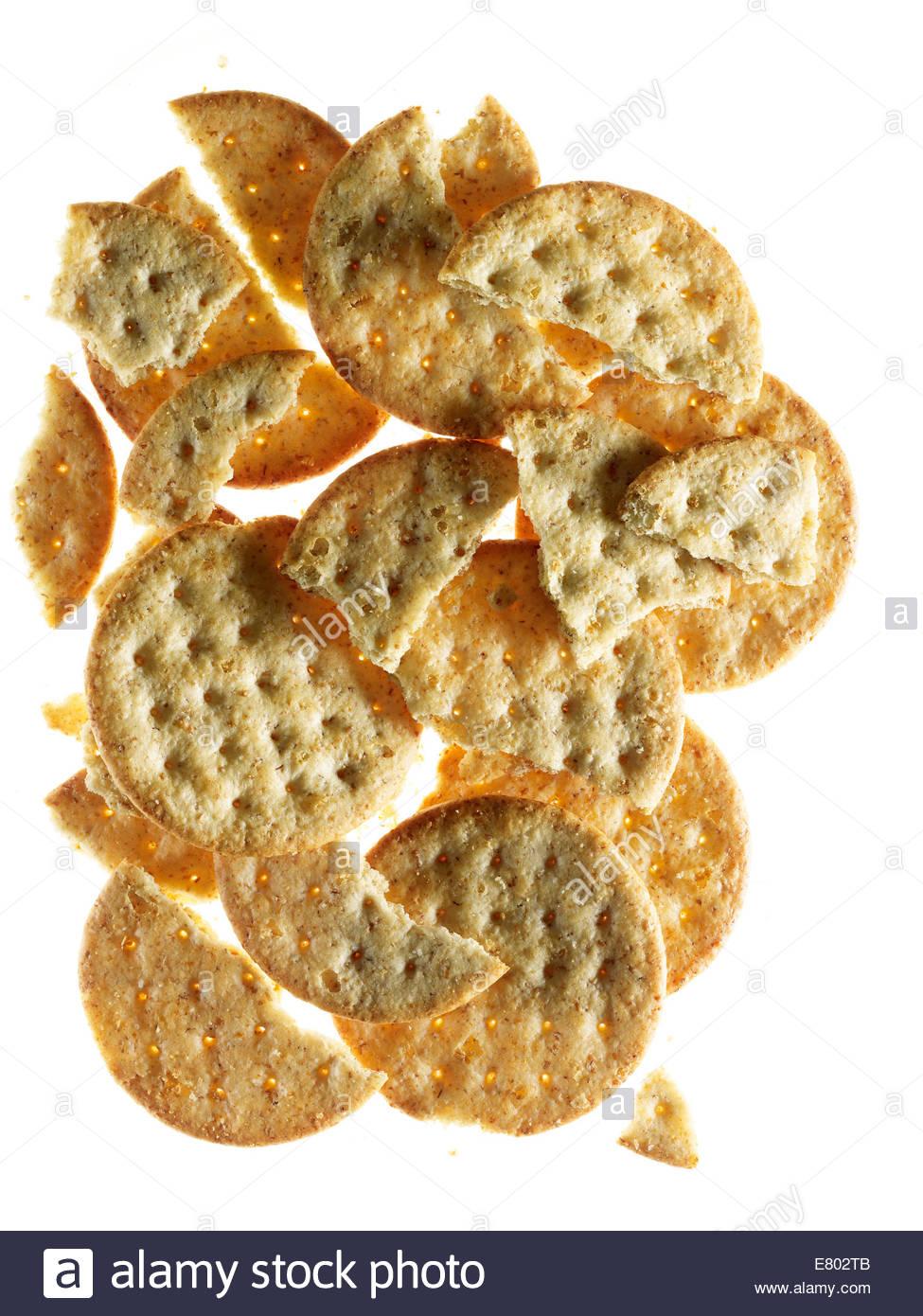 Käse-Cracker isoliert auf weißem Hintergrund Stockbild