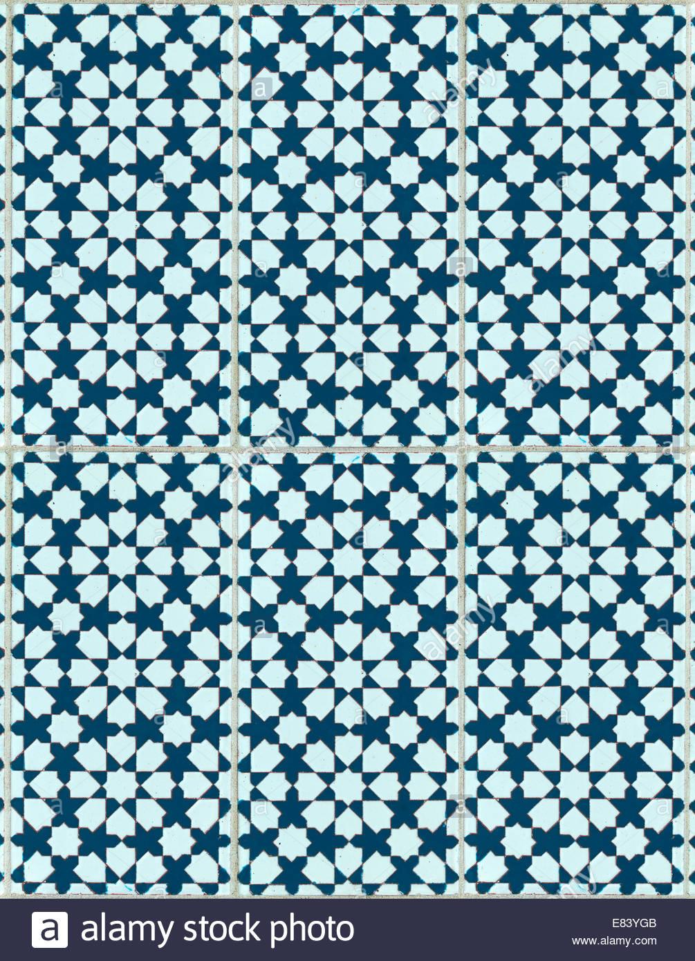 Hintergründe und Texturen von komplizierten keramischen Fliesen Design in einem sich wiederholenden Muster. Stockbild