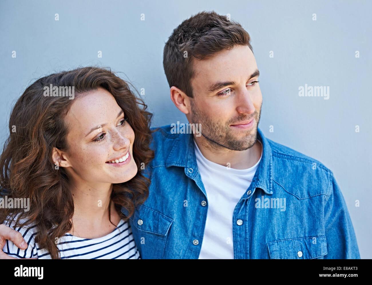 Nahaufnahme des Paares nebeneinander Stockbild