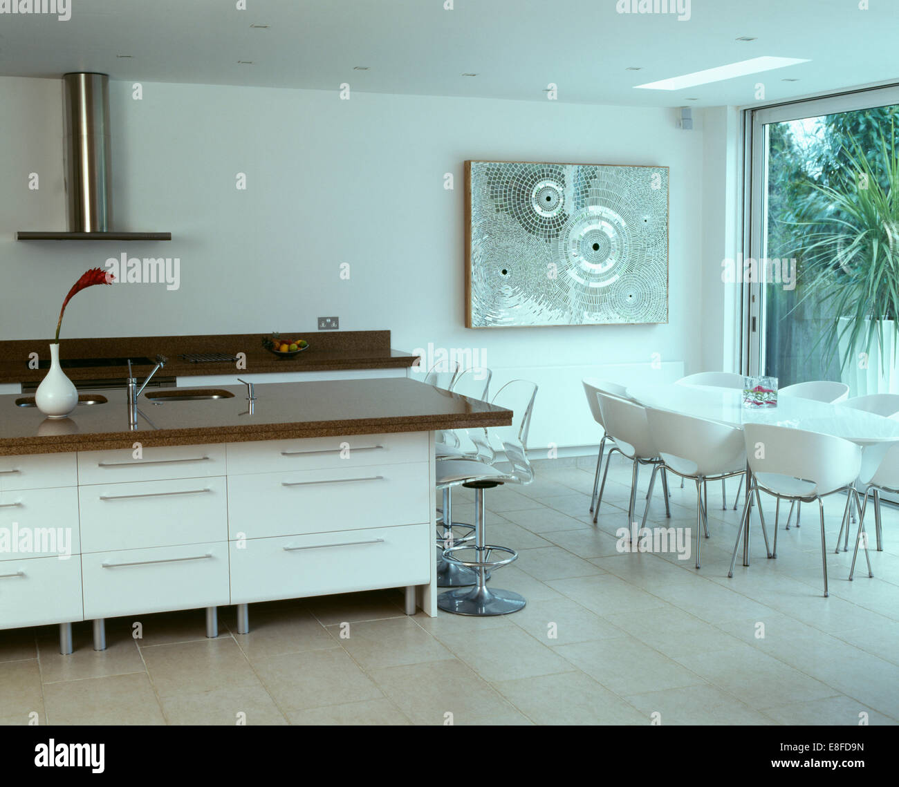 large open plan kitchen interior stockfotos large open plan kitchen interior bilder alamy. Black Bedroom Furniture Sets. Home Design Ideas