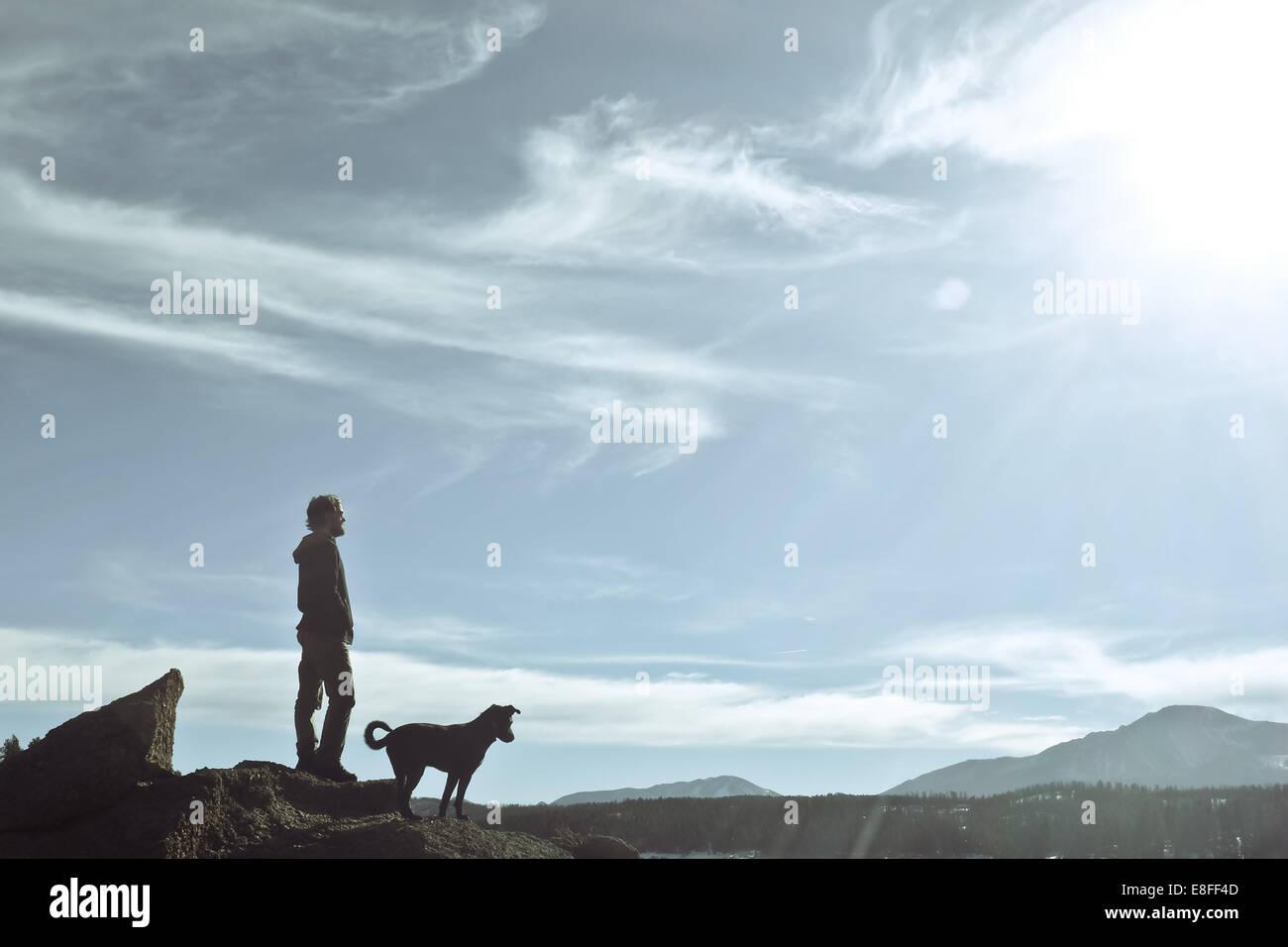 Mann mit seinem Hund, Pikes Peak in Colorado, America, USA Stockbild