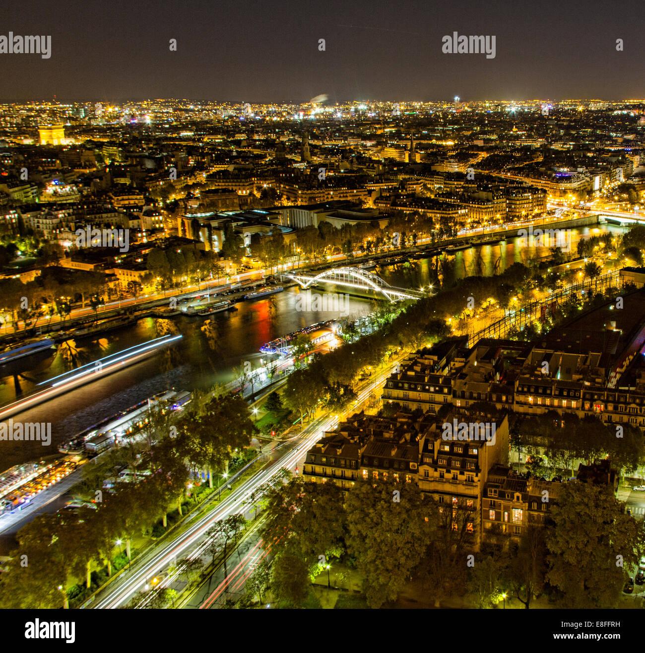 Frankreich, Paris, Luftaufnahme der Stadt bei Nacht Stockbild