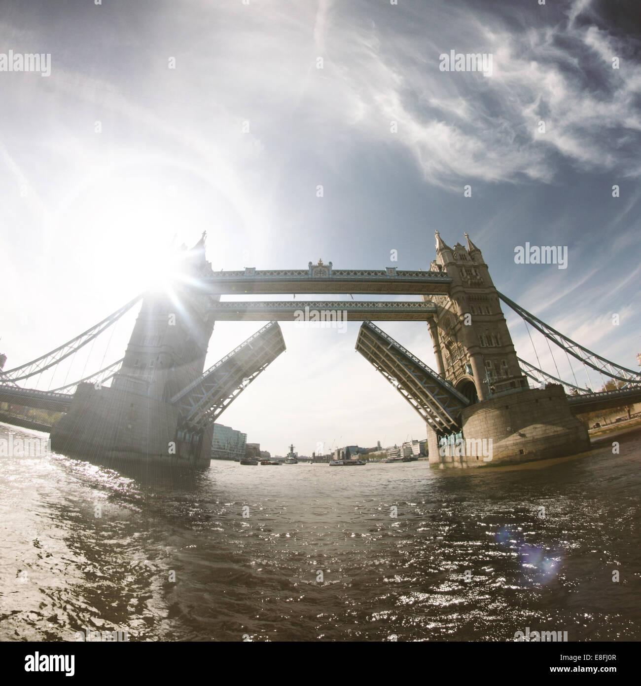 Tower Bridge öffnen, London, England, UK Stockbild
