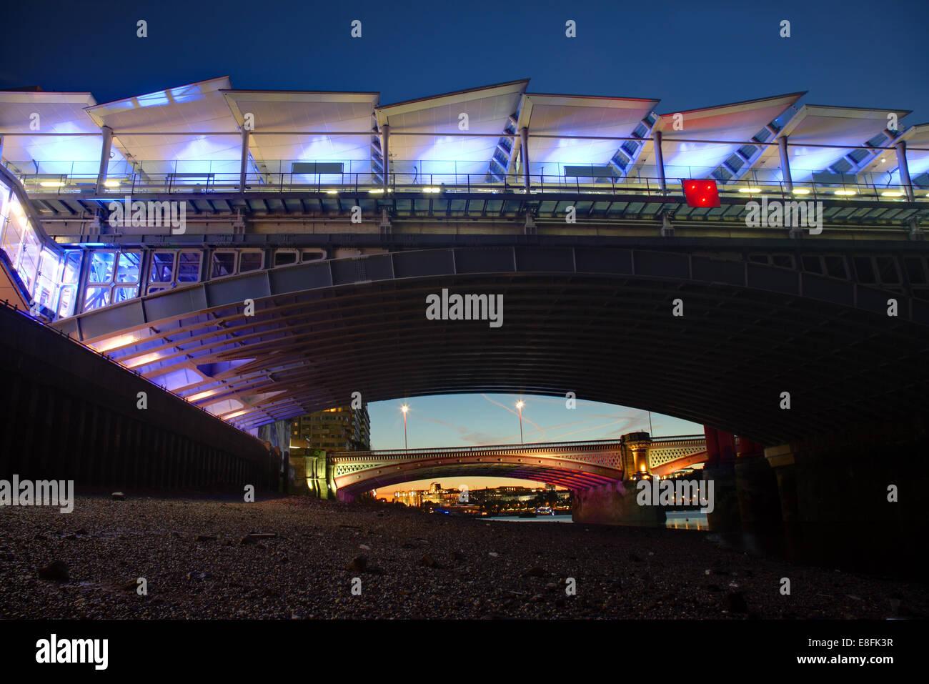 London, UK Blackfriars Brücken Stockbild