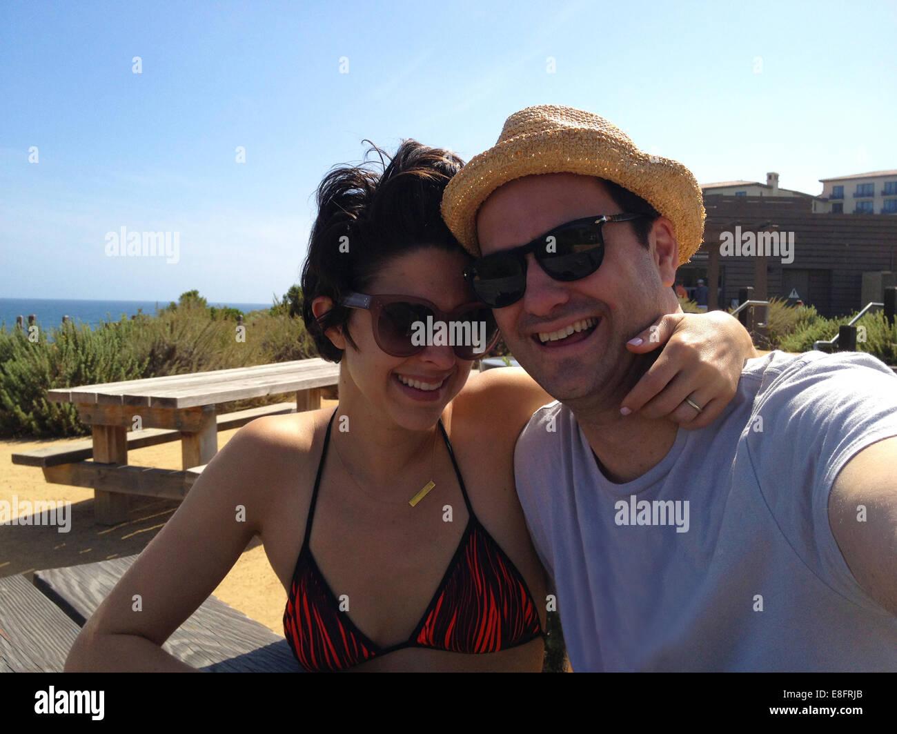 Paar nehmen Selfie an Feiertagen Stockbild