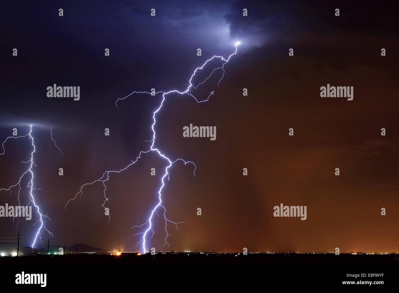 USA, Arizona, Maricopa Grafschaft, Hassayampa, Blitzschlag in der Landwirtschaft Städtchen in der Nähe Stockbild