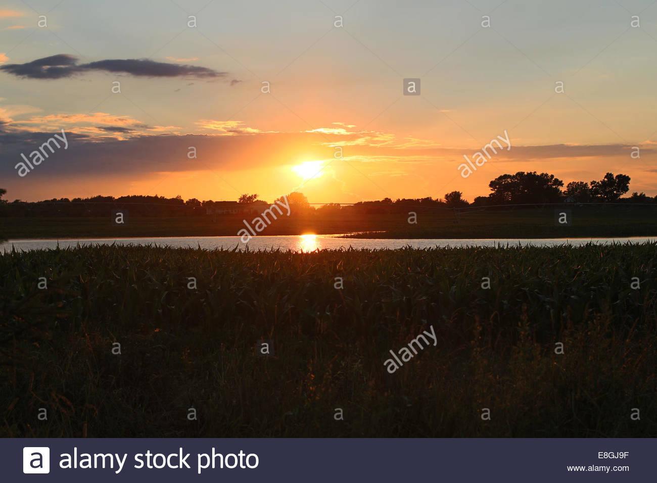 Sonnenuntergang über der Landschaft im ländlichen Raum Stockbild