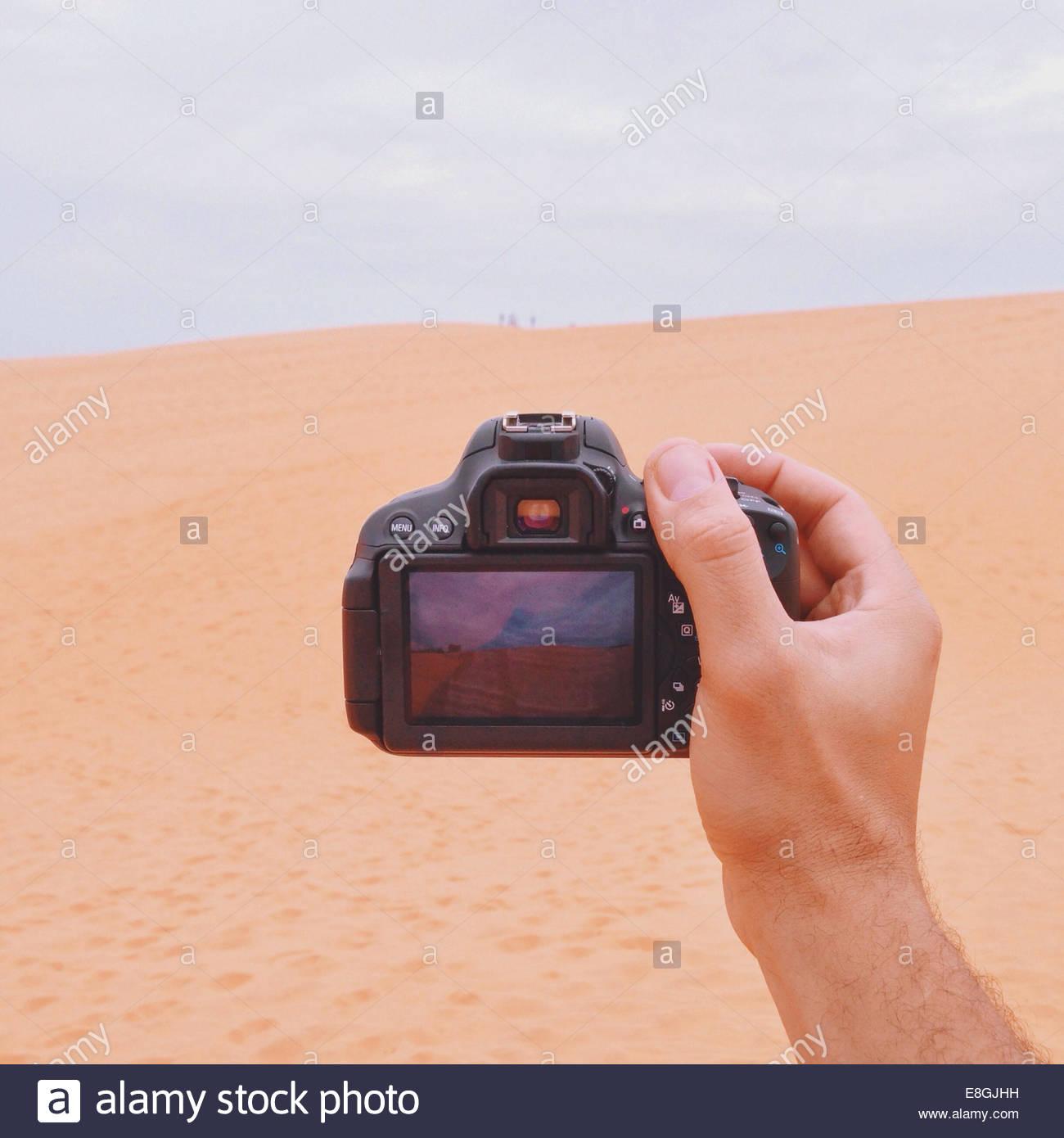 Mann-Betrieb-Kamera Stockbild