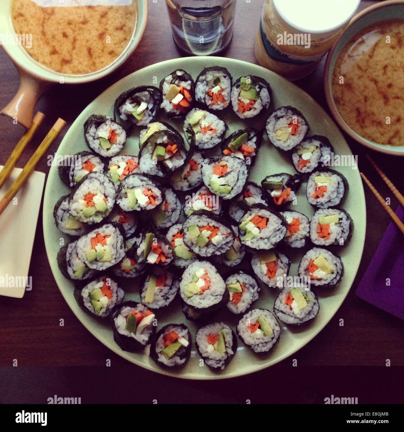 Hausgemachte vegetarische Sushi mit Miso-Suppe Stockbild
