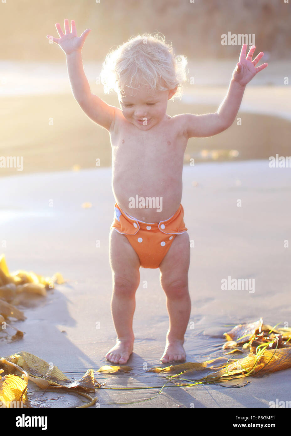 Toddler in diaper stockfotos toddler in diaper bilder for Schaukelstuhl kleinkind